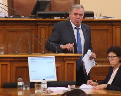 Проф. Георги Михайлов поиска от името на БСП шефката на лекарствената агенция да се яви пред депутатите. СНИМКА: Румяна Тонeва