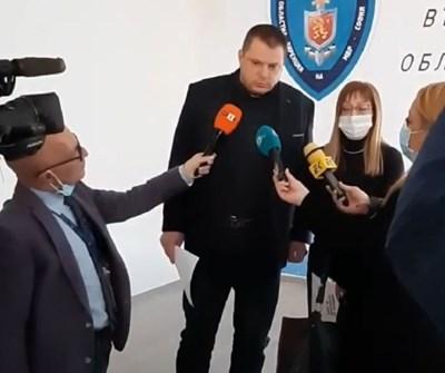 Заради  инцидента в ОД на МВР-София днес бе даден кратък брифинг от Окръжния прокурор Наталия Николова и директора на Областната дирекция на МВР старши комисар Николай Спасов.