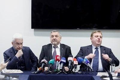 Тримата лидери на коалицията - Сидеров, Симеонов и Каракачанов (от ляво на дясно). Снимка ЙОРДАН СИМЕОНОВ