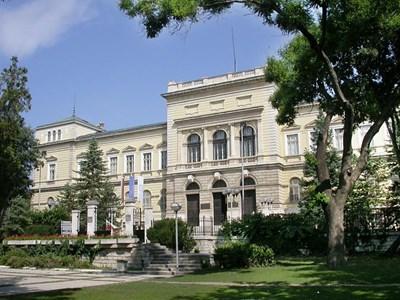 Сградата на Археологическия музей във Варна СНИМКА: Авторката