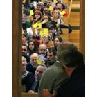 Ректорът проф. Анастас Герджиков и членовете на общото събрание гласуват журналистите да влязат на изборите.