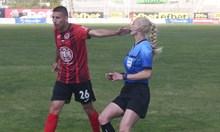 """С дама за рефер """"Локо"""" (Сф) сгафи по пътя  към I лига, треньорът готов да си тръгне"""