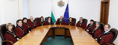 Снимката е от сайта на Конституционния съд