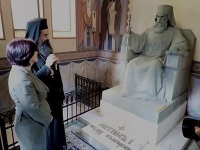 Председателят на Народното събрание посети гробницата–мавзолей на първия председател на Народното събрание Екзарх Антим Първи. Снимки пресцентър на парламента