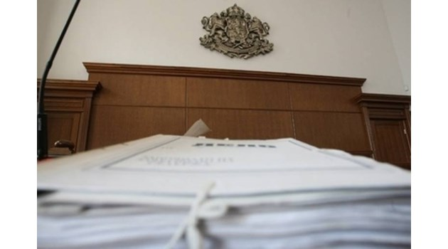Съдят граничар за подкуп