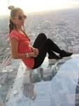 Стъклени кубове в 110-етажния небостъргач Уилис Тауър ти показват хоризонта в Чикаго.
