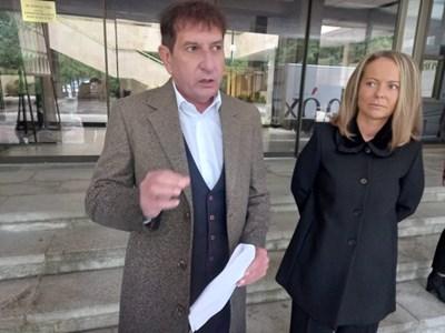 Областният координатор на ГЕРБ Георги Мараджиев и водачът на листата Дани Каназирева внесоха днес депутатската листа за предстоящите избори СНИМКА: Румен Златански