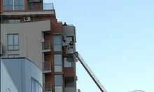Мъж заплашва да скочи от деветия етаж в Студентски град (Снимки)