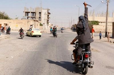 САЩ водят преговори с радикална групировка в Сирия
