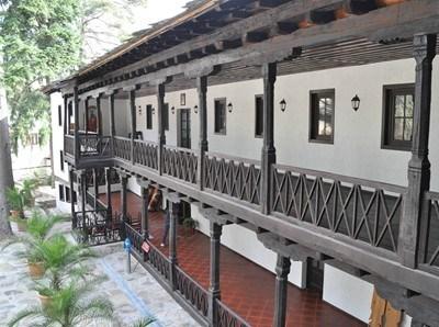 Наскоро митнически служители откриха 1500 литра нелегална ракия в Троянския манастир.