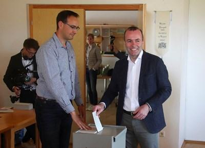 Максим Вебер по време на гласуването на евроизборите. Снимка: Ройтерс