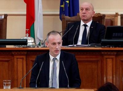 Министър Красимир Вълчев прати писмо до всички училищни директори в страната, за да насочи как да се организира дистанционното обучение.