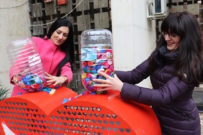 """Близо 5000 пластмасови """"Капачки за бъдеще"""" събраха в Русе"""