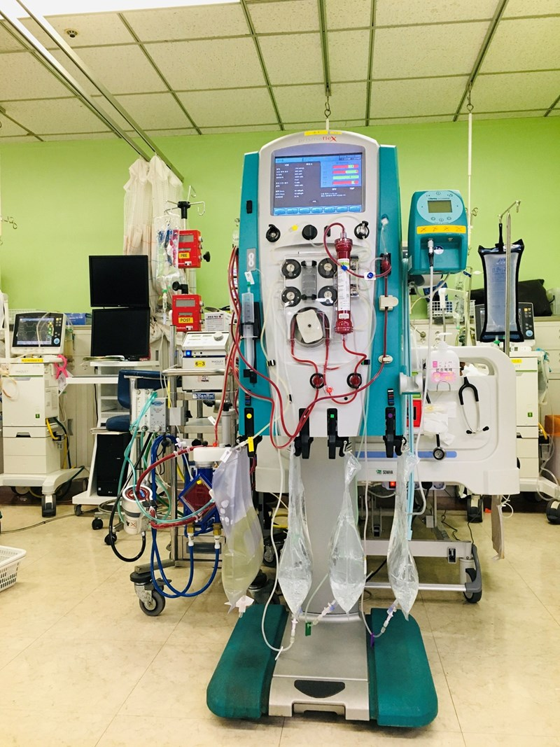 Анестезиолозите наричат апарата сърце-бял дроб машина на времето.