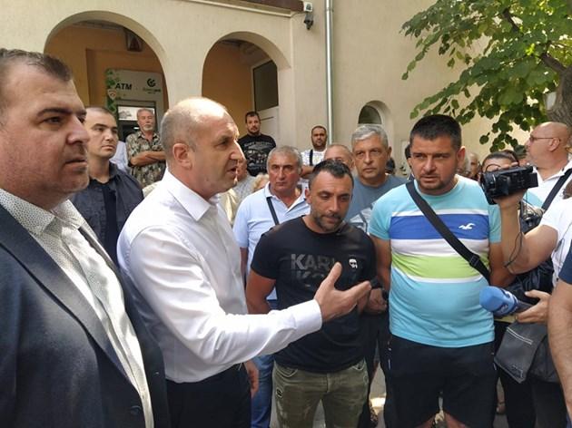 Радев поиска от земеделските стопани да кажат на своите депутати да гласуват актуализацията на бюджета. Снимки и видео: Авторът