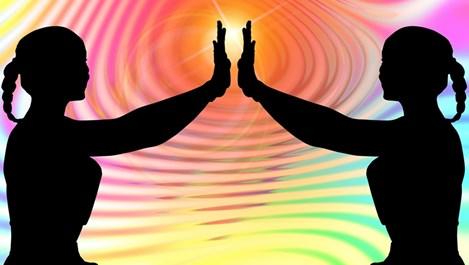 Контактната йога ни свързва с другите