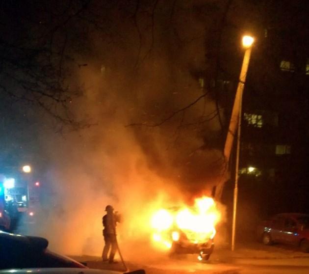 Кола изгоря до основи