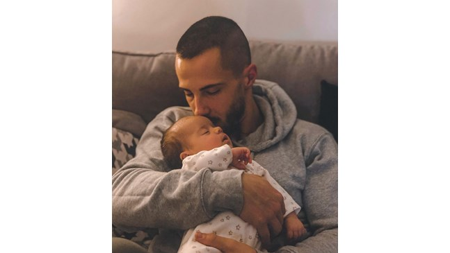 Дъщерята на Наум Шопов вече е на 2 месеца