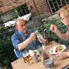 Маричков се наслаждава на салата и дама