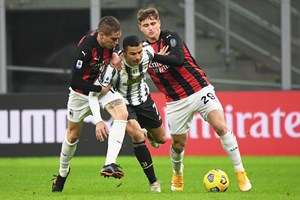 """Кристиано пробива през защитата на """"Милан"""", а сега му искат 78 милиона долара."""
