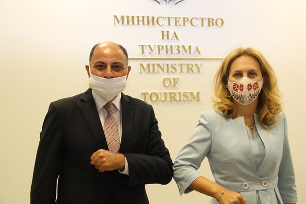 Марияна Николова разговаря с посланика на Египет в България