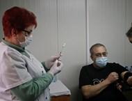 Имунизационният план се върна във фаза 1 и 2 - размислили медици и учители сега искат да се ваксинират (Видео, обзор)