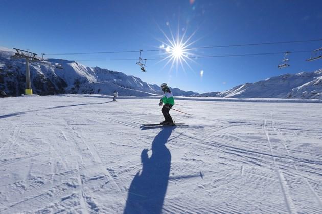 Снегът през февруари посъживи туризма, спадът е 42%