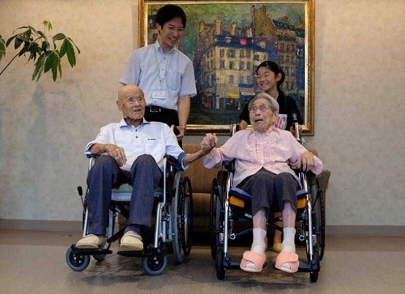 Масао Мацумото и съпругата му Мияко СНИМКА: Ройтерс