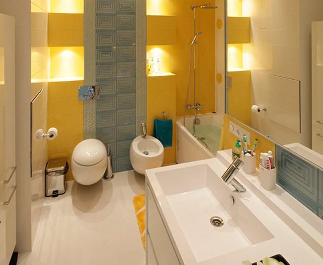 Ефектни жълти елементи има и в банята