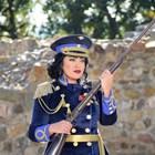 Ива Давидова стана генерал със сабя и пистолет