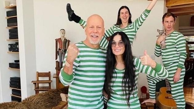 Разведените Брус Уилис и Деми Мур заедно по пижами