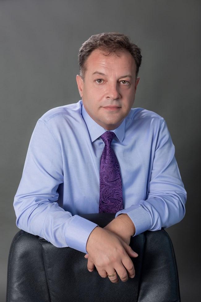 ДАНИЕЛ ПАНОВ