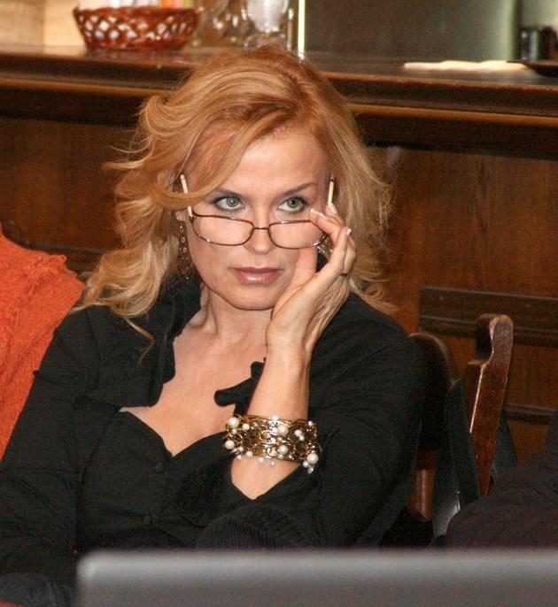 Пръстен с диамант за ЧРД на Аня Пенчева