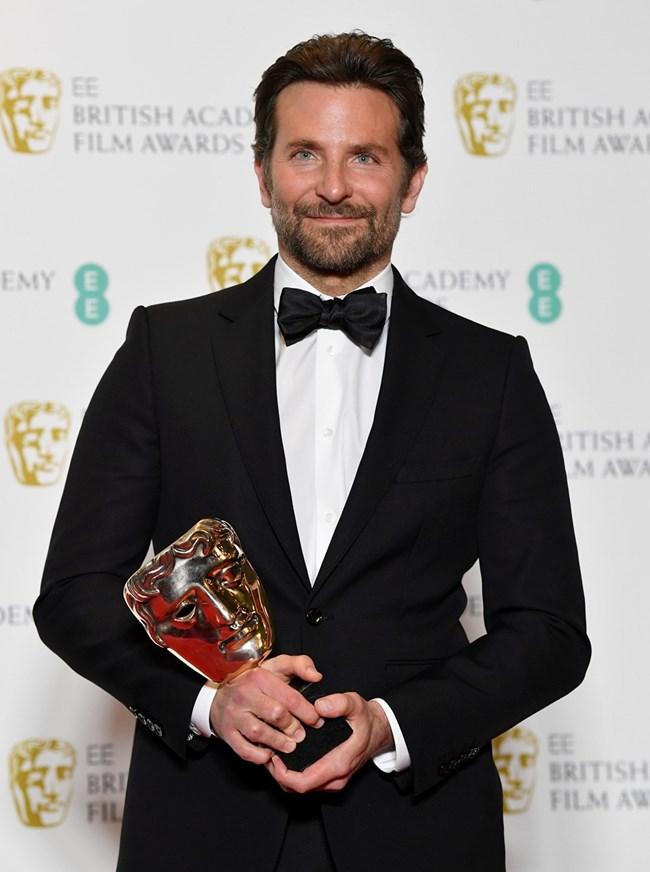 """Брадли Купър с награда за оригинална музика за филма """"Роди се звезда"""""""