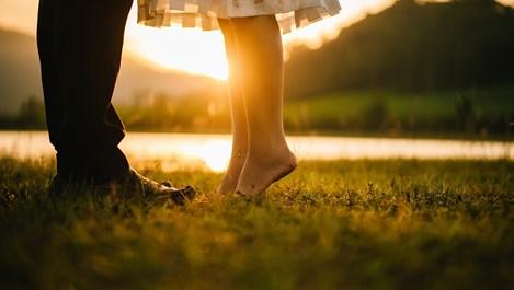 """Когато жена помоли мъж да е """"по-романтичен"""", какво наистина означава"""