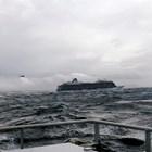 С 4 хеликоптера вадят пътниците от авариралия круизен кораб край Норвегия (Снимки, видео)