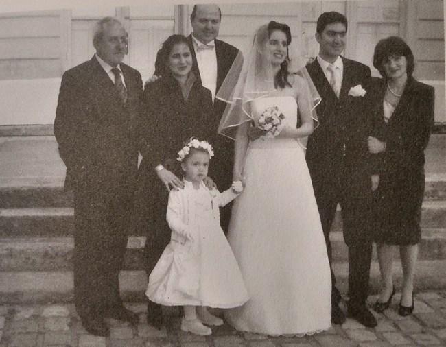 Велко Кънев на сватбата на малката си дъщеря Марта. Най-вдясно е жена му Дора Кънева.