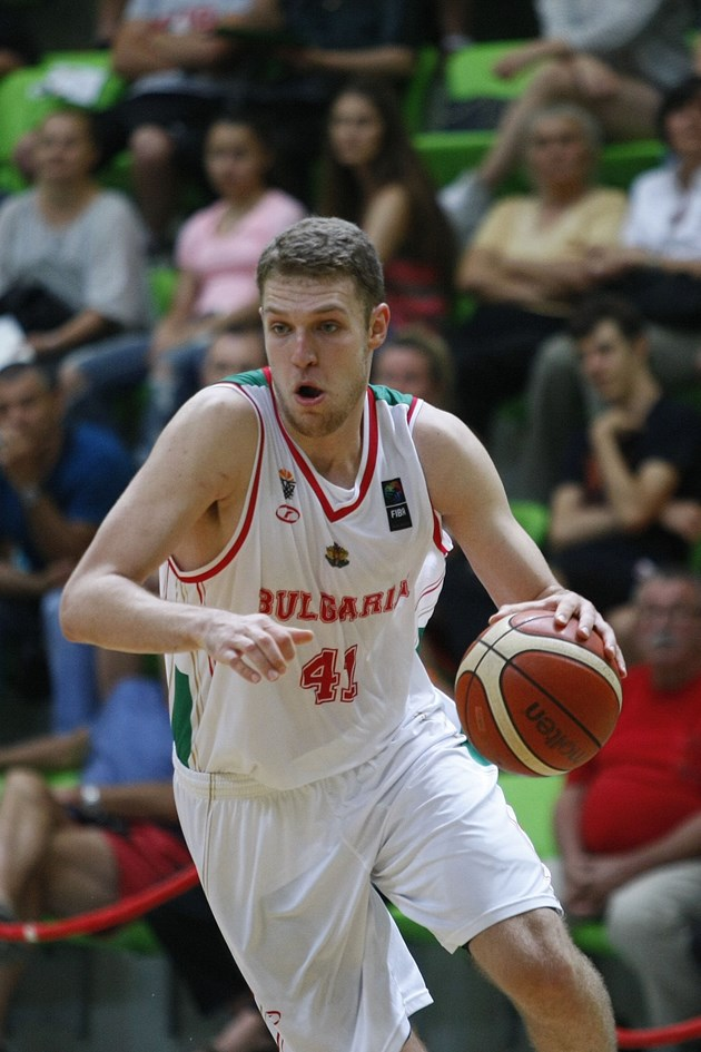 Везенков тренира в България