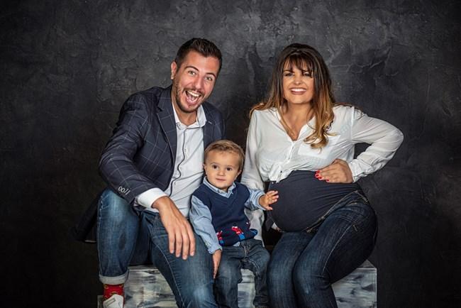 Илиян, Александър и Петя в очакване на новото попълнение в семейството си. Илиян-младши се роди на 11 декември 2020 г.