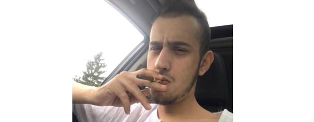 Племенникът на Слави засмуква пурите