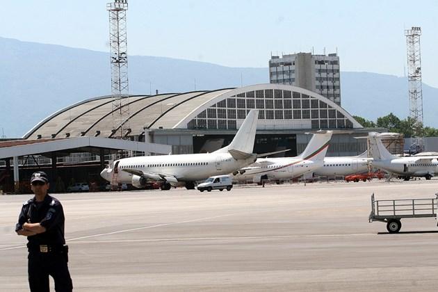 Авиацията все още е приземена, трафикът е 40% от този преди пандемията