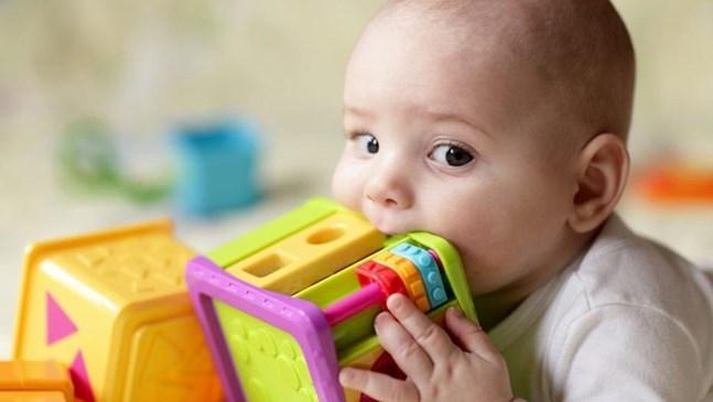 Бебето иска да дъвче всичко. Какво да правя?