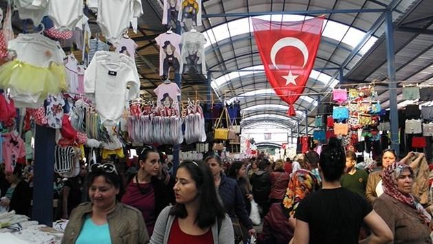 Турските пазари привличат българи с ниските си цени