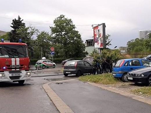 Кола пламна в движение в Бургас (Снимки)