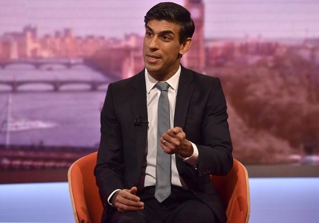 """Великобритания хвърля """"спасителен пояс"""" на самонаетите"""