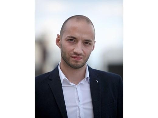 Радев е основният политически фактор в новия кабинет и дава знак към БСП, десните и протеста