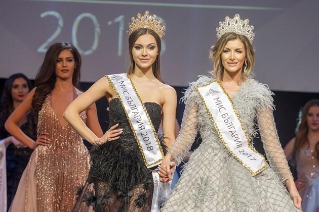 Забраниха на Мис България да ходи по анцуг