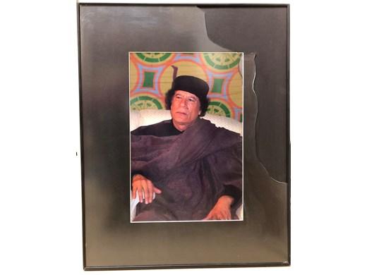 Портрет на Кадафи, сниман от мен падна и се счупи в деня, когато беше зверски убит