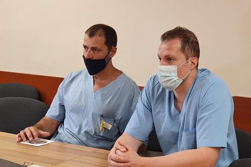 Д-р Найденов и доц. Сираков разказаха, че резултатът от сложната операция надминава очакванията.