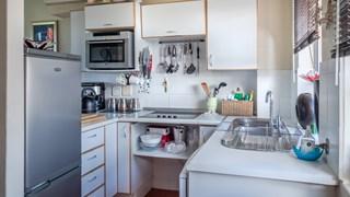 Лесно почистване на мивката от неръждаема стомана